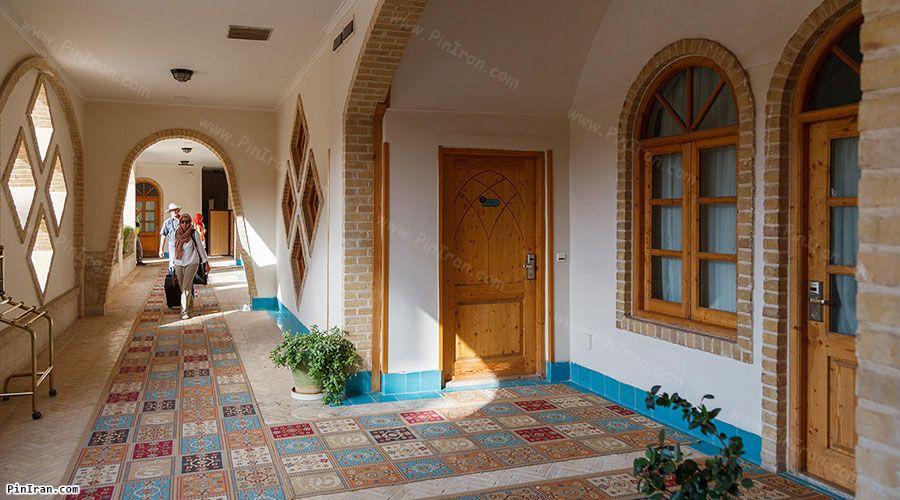 Dad Hotel Yazd Corridor