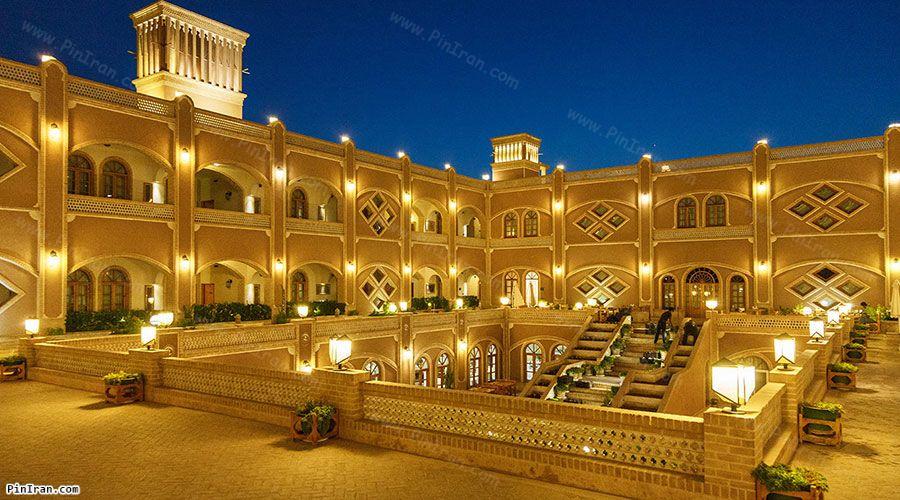 Dad Hotel Yazd Night