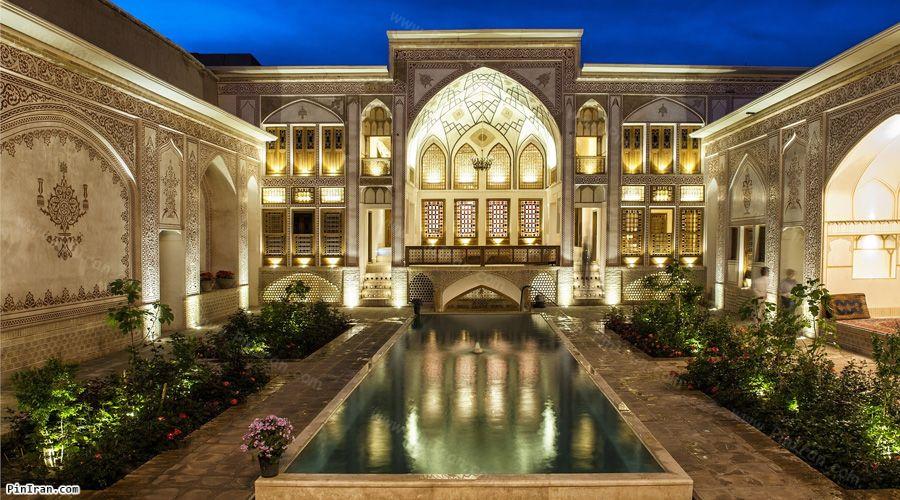 Mahinestan Raheb Hotel Kashan Night