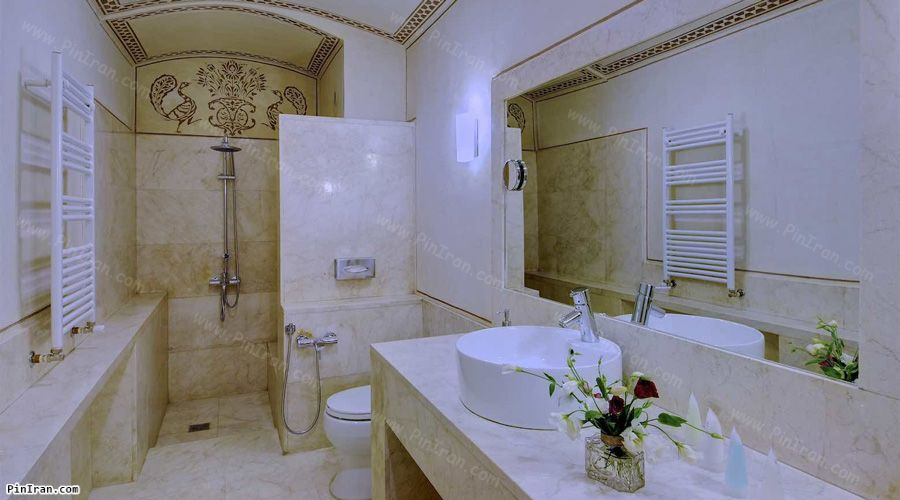 Manouchehri Traditional Hotel Kashan Room Bath